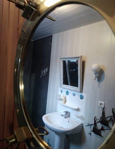 salle de douche du gite le cabestan